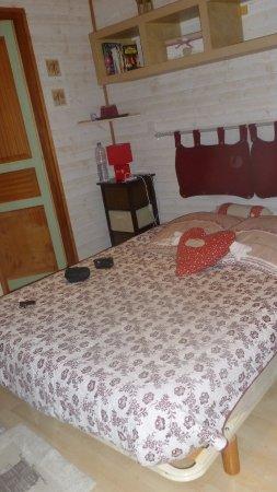 domaine des espinassieres petite chambre avec salle de bain