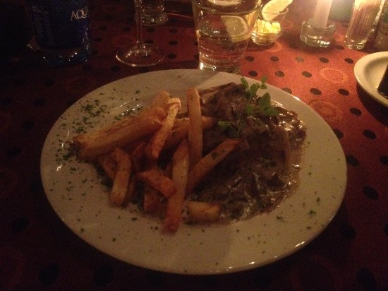 B's Steakhouse : Fillet medallions with chips
