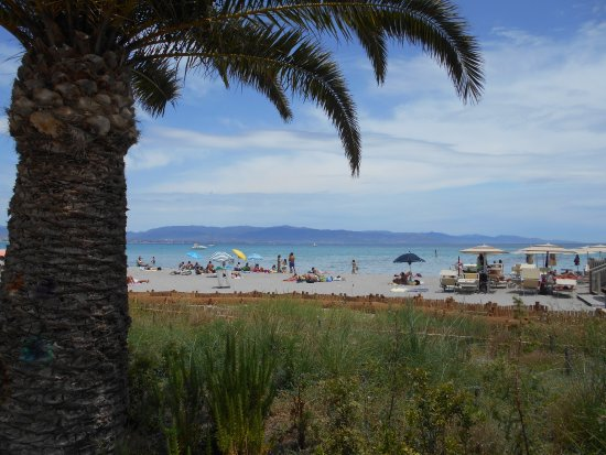 Hotel Italia: Poeta Beach, Take the 5zs or PF bus from near the port/harbour