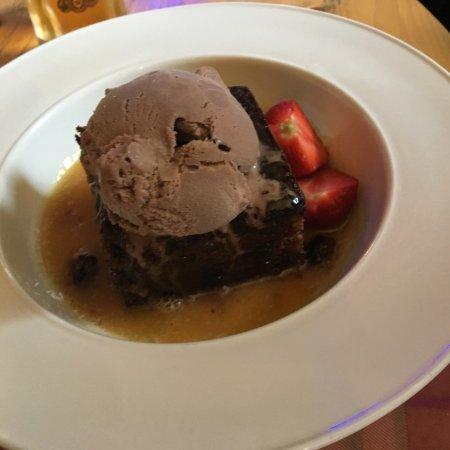 Fenwick, UK: Sticky toffee pudding and chocolate ice cream