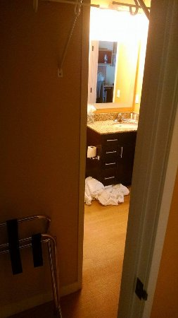 TownePlace Suites Bend Near Mt. Bachelor : View from kitchen pantry door.
