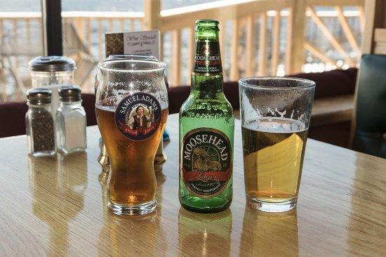 Greenville Junction, Μέιν: On Moosehead Lake, must have Moosehead beer!