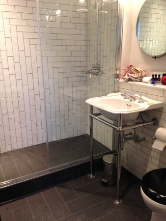 The Palace Hotel: Lovely modern bathroom