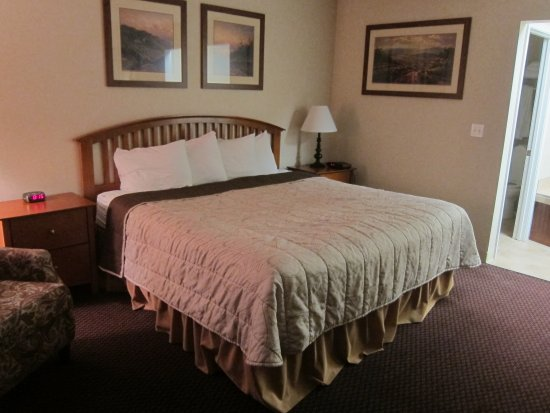 Howard Johnson Traverse City: King room..super comfy bed.