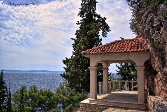 Slatine, Kroatien: Wunderschöne Kirche im Berg