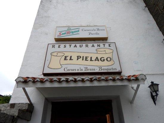 Navamorcuende, España: Front entrance