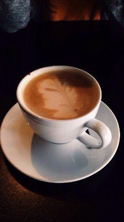 Floro, Norway: Utrolig koslig cafe! Med både fint lokale og hyggelige ansatte ☺️ Beste kaffitilbudet i byen