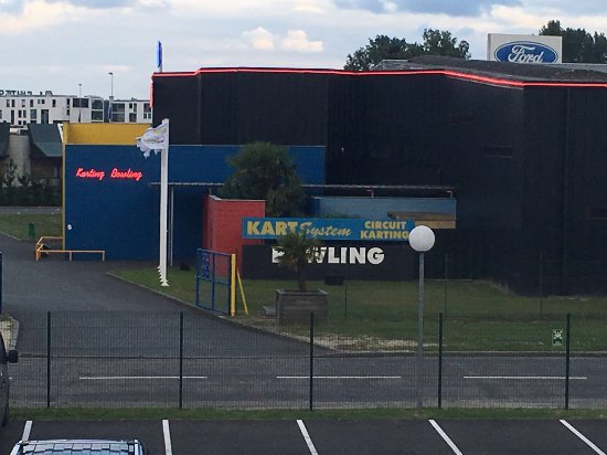 Inter-Hotel Apolonia Bordeaux Lac : Bowling/go karting across the road