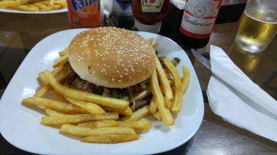 Photo of Restaurant Belem Hamburgueria at Praca Manoel Ribas 379, Maringa 87014-120, Brazil