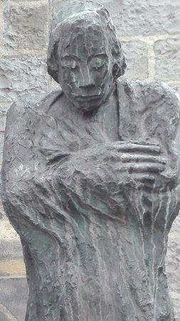 """Skulptur """"Der Frierende"""""""