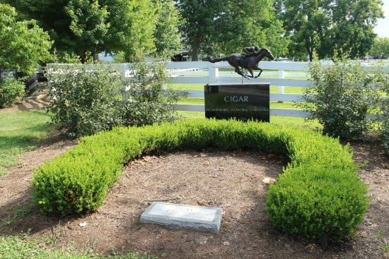 Kentucky Horse Park : Cigar memorial