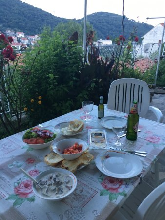 Begovic Boarding House : Shared balcony dinner cooked by us!