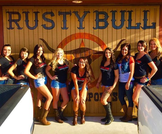 Apple Valley, Californien: Rusty Bull Servers
