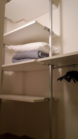 Residence Roxy : scorcio della cabina armadio