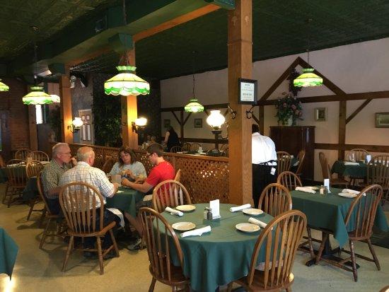 Independence, Missouri: Live music, restaurant interior, chicken cordon blue, hot potato salad, and knack wurst with che