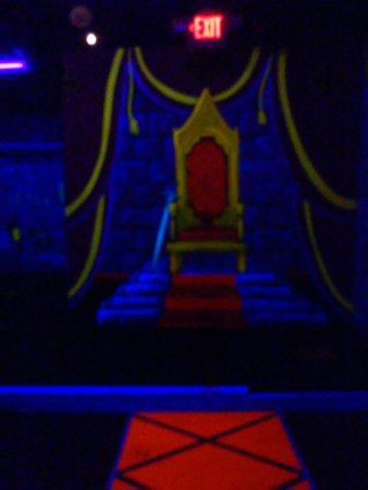 Dragons Lair Mini Golf: Black light lighting the paintings in the golf course