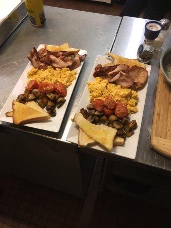 Avondel Motor Inn: Wonderful breakfast very filling and delicious yum!!!