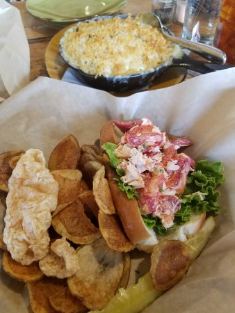 Hancock, MD: Lobster Roll & Cast Iron Skillet of Mac n Cheese
