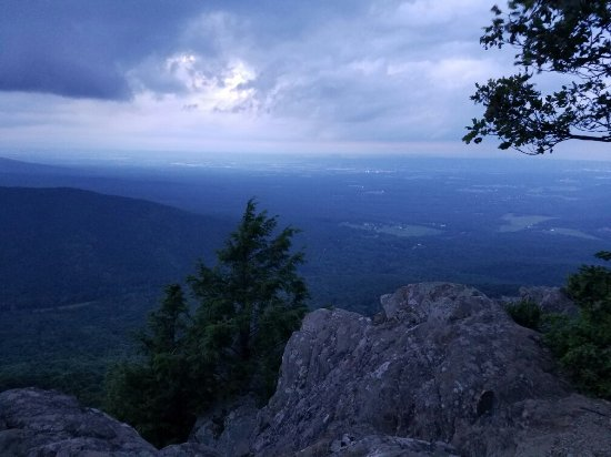 Raven's Roost Overlook: Just as the sun set, wirh clouds rolling in