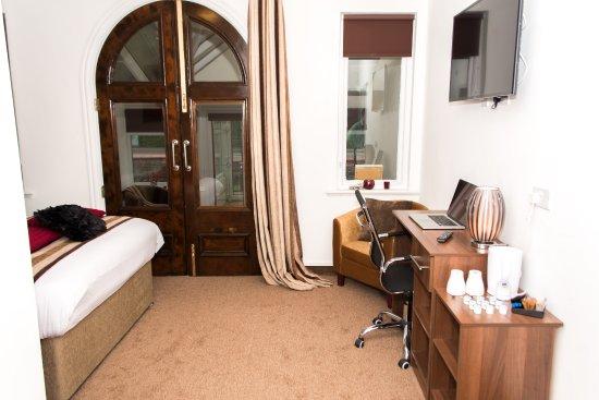 โรงแรมเดอะแซกซอนโฮล์ม