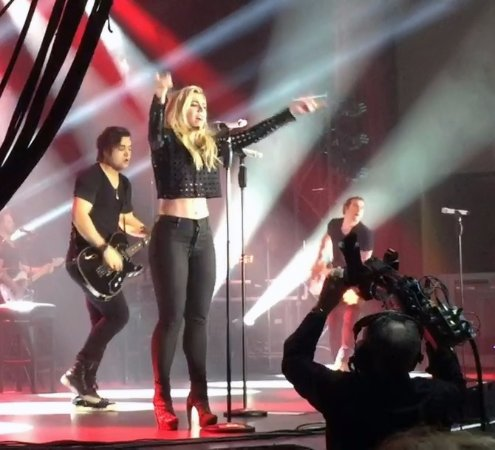 New Buffalo, MI: Kimberly getting the crowd involved in the concert