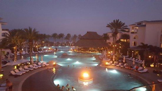 Cabo Azul Resort: 20160626_203252_large.jpg