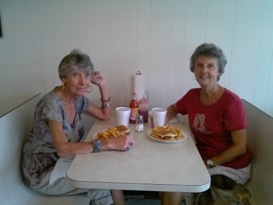 Ninety Six, SC: We bring all our visitors to eat at The 96 Cheeseburger House and they all love it!