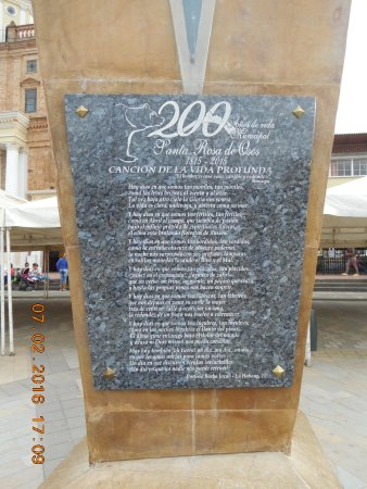 Santa Rosa de Osos, Colombia: Plaque on the Monument before the Catedral