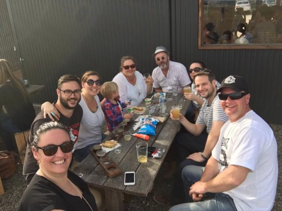 Kingscote, Αυστραλία: Sunny afternoon tasting the range of KIB beers and catching up with friends