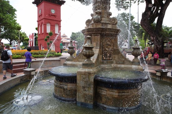 Queen Victoria's Fountain: Nice View of the Fountaion