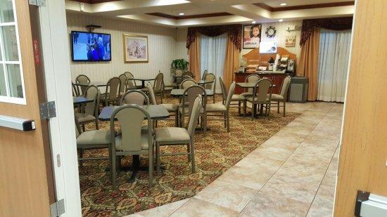 Holiday Inn Express Evanston: TA_IMG_20160702_215444_large.jpg