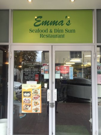 Emma's Seafood & Dim Sum Restaurant: Busy kitchen - Dim Sum lunch