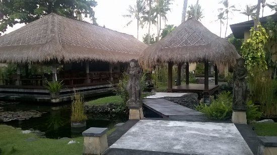 Patra Jasa Bali Resort & Villas: This is the in the middle of the property. Believe they can serve lunch here.