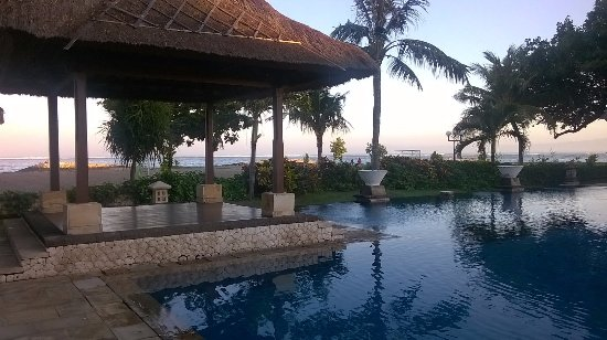 Patra Jasa Bali Resort & Villas: First come first serve pool area. Items could be rented...not sure about $$.