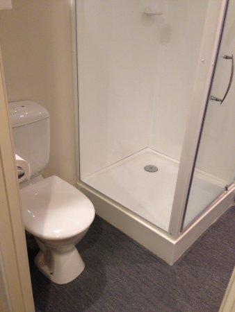เอเบิลล็อตช์โฮเต็ล: Bathroom in corner room
