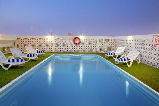 Landmark Hotel Baniyas: Pool