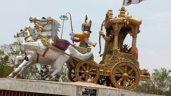 Bhilai, India: Lord Krishna giving upadesha to Arjun