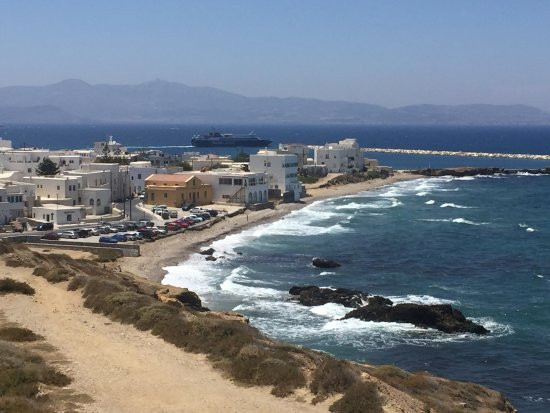Hotel Grotta: View from the terrace into the Naxos town