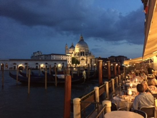 Hotel Monaco & Grand Canal: Terrace for meals what a view!!