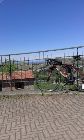 Camo, Italien: paesaggio