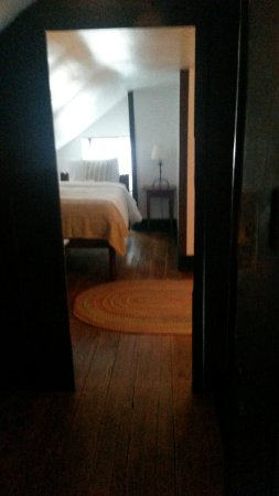 Shaker Village of Pleasant Hill - The Inn: Old Stone Shop- third floor twin bedroom with bathroom connected to queen bedroom.