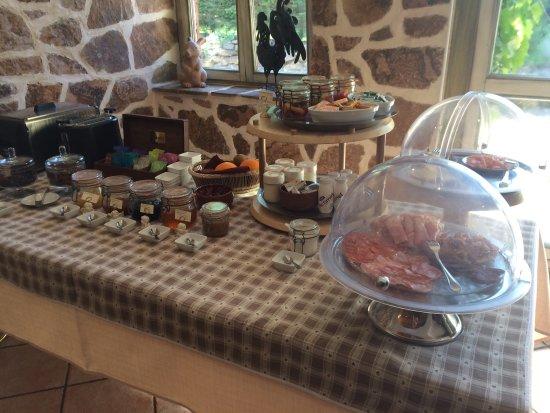 Buffet petit déjeuner. - Picture of Domaine du Haut Jardin, Rehaupal ...
