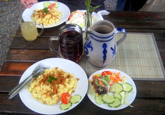 Tettnang, Duitsland: Kässpätzle und Most