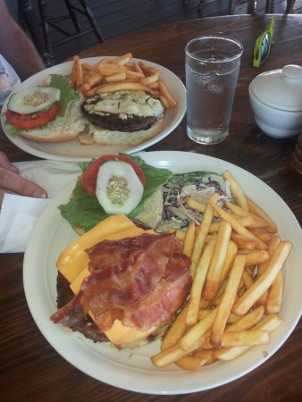 The Copper and Lumber Store Hotel: hamburgher con ananas squisito