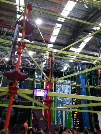 Berwick, ออสเตรเลีย: As well as a huge variety of climbing walls there is a zip line and high ropes course.