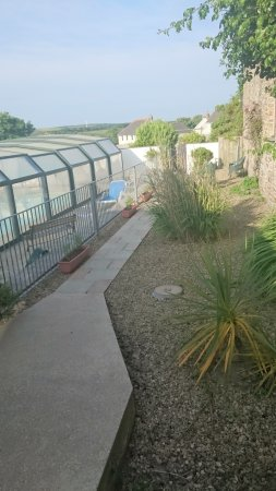 Marhamchurch, UK: View of the outdoor pool with views of the surrounding Cornish hills.