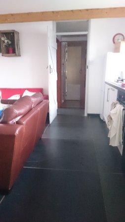 Marhamchurch, UK: View through kitchen/lounge towardsbathroom and twin bedroom on the left.