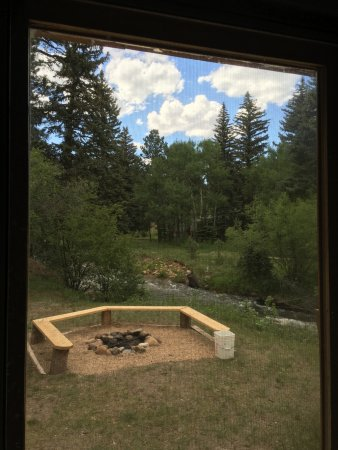 Ponderosa Lodge: Firepit and creek outside kitchen window