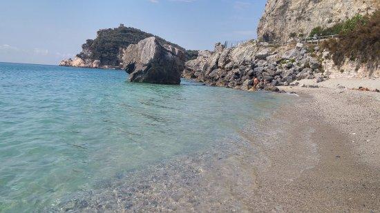 Matrimonio Spiaggia Varigotti : Baia del saraceno varigotti spiaggia malpasso con