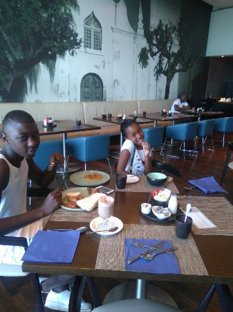 Cafe Sol: Radisson Blu Maputo we had the best 40th birthday for my husband, the restaurant staff they are